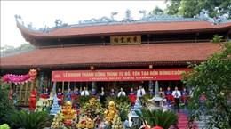 Посетители стекаются на фестиваль культа Богине-Матери в Йенбай