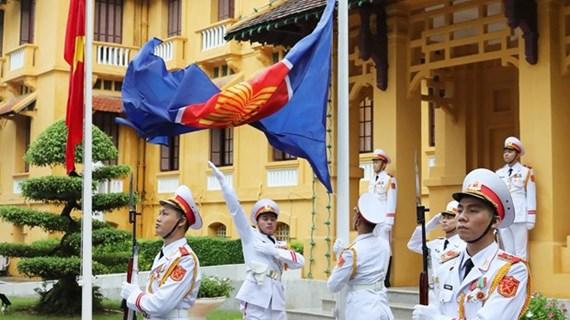 Церемония поднятия флага АСЕАН в Ханое знаменует 53-ю годовщину основания сообщества
