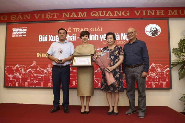 """Музыкант Фу Куанг получил премию им. Буи Суан Фая """"За любовь к Ханою"""" hinh anh 2"""