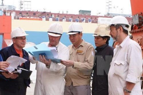 Вьетнам: Выдача иностранцам новых рабочих лицензий будет приостановлена
