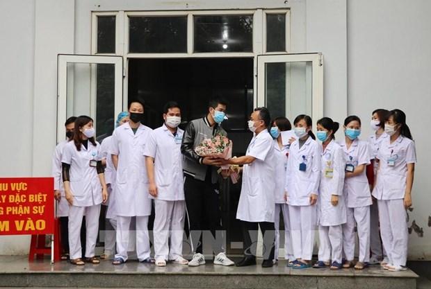 Борьба против эпидемии COVID-19: 18-и пациент, инфицированныи SARS-CoV-2, был выписан из больницы hinh anh 1