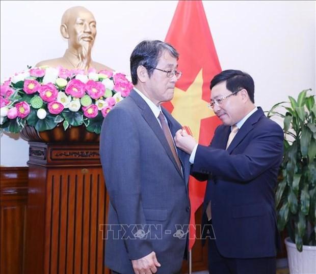 Вручение ордена дружбы послу Японии во Вьетнаме hinh anh 1