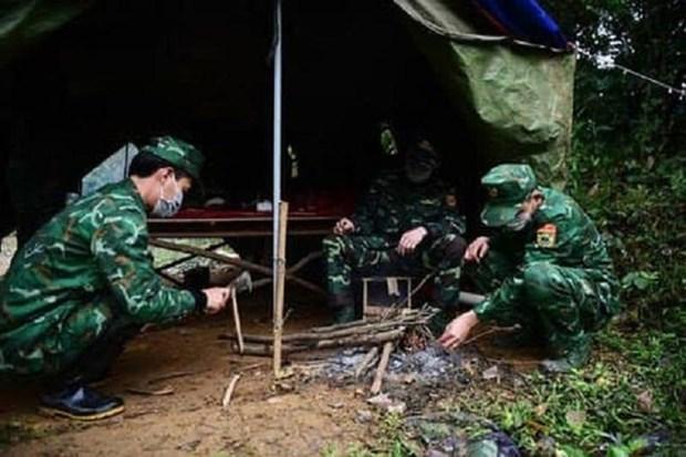 Премьер-министр высоко оценил роль сил общественнои безопасности и армии в борьбе с COVID-19 hinh anh 1