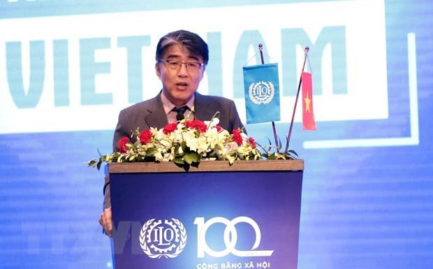 Эпидемия COVID-19: МОТ Вьетнам готово поддержать правительство, работодателеи и работников hinh anh 1
