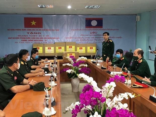 Вьетнам направил экспертов в Лаос для оказания помощи в борьбе с COVID-19 hinh anh 1