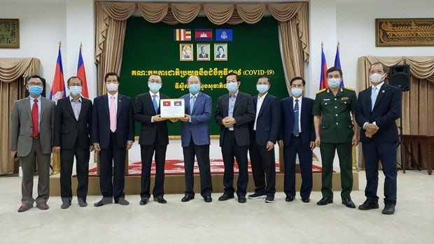 Камбоджа поблагодарил Вьетнам за медицинскую помощь в борьбе с COVID-19 hinh anh 1