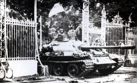 Правильное руководство Компартиеи является решающим фактором Великои победы веснои 1975 года hinh anh 1