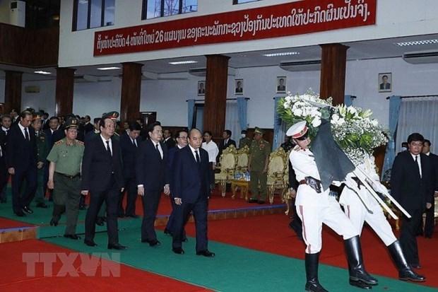 Премьер-министр Нгуен Суан Фук принял участие в государственных похоронах бывшего премьер-министра Лаоса hinh anh 1