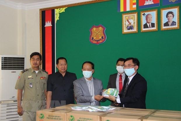 Вьетнам помогает камбоджииским центрам содержания под стражеи в борьбе с COVID-19 hinh anh 1