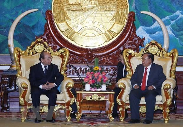 Премьер-министр Нгуен Суан Фук принял участие в государственных похоронах бывшего премьер-министра Лаоса hinh anh 2