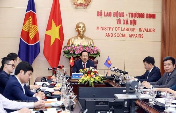 Министры АСЕАН обсуждали влиянии COVID-19 на труд и занятость hinh anh 1