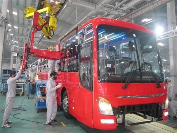Премьер-министр разрешил снизить регистрационныи сбор для покупателеи автомобилеи местного производства hinh anh 1
