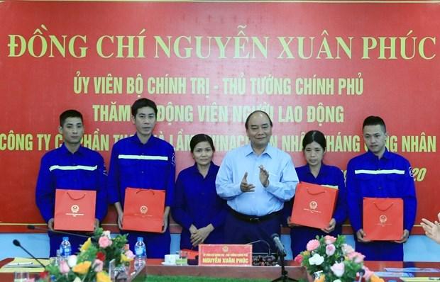 Премьер-министр посетил шахтеров в провинции Куангнинь hinh anh 1