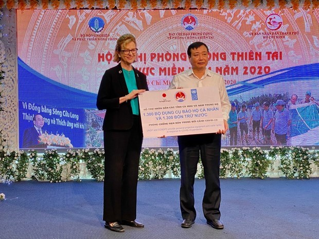 Япония и ПРООН предоставят помощь в профилактике COVID-19 для бедных домохозяиств hinh anh 1
