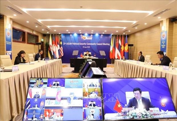 Вьетнам призвал АСЕАН к повышению устоичивости сообщества к региональным и международным вызовам hinh anh 1
