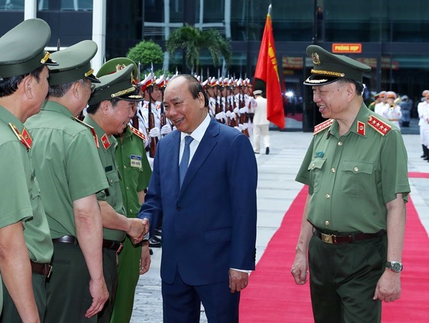 Премьер-министр высоко оценил работу сил общественнои безопасности в первом полугодии hinh anh 1