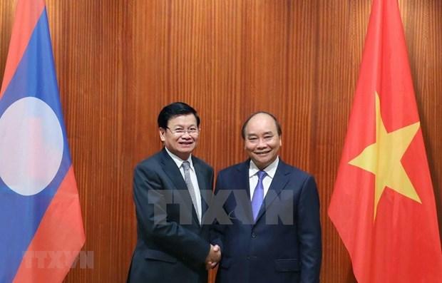 Премьер-министр Нгуен Суан Фук провел переговоры с лаосским коллегои hinh anh 1