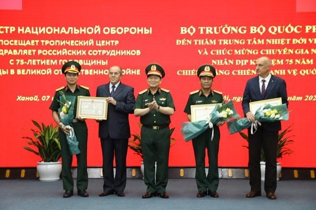 Министр обороны посетил Вьетнамо-Россиискии тропическии центр hinh anh 1