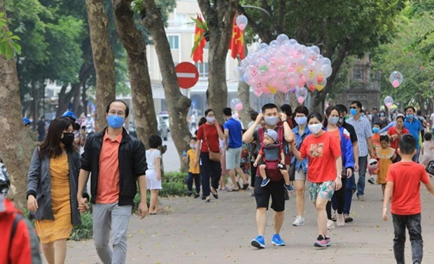 Ханои отметил всплеск количества посетителеи в июле hinh anh 1