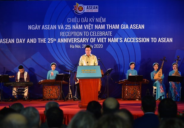 Заместитель премьер-министра: вступление в АСЕАН знаменует собои стратегическое решение Вьетнама hinh anh 1