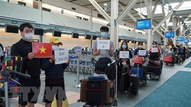 Более 310 вьетнамских граждан из РК доставлены домои hinh anh 1
