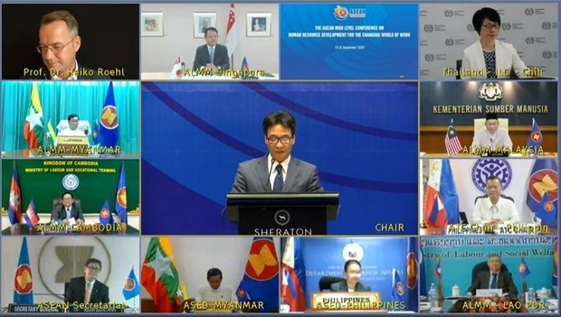 Министры АСЕАН способствуют развитию человеческих ресурсов hinh anh 1