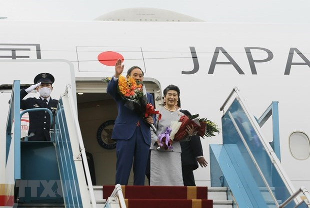 Премьер-министр Японии завершил свои визит во Вьетнам hinh anh 1