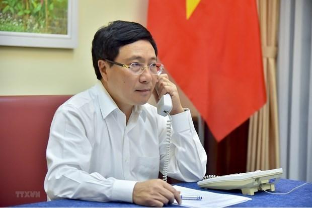 Заместитель премьер-министра провел телефонные переговоры с министром иностранных дел Анголы hinh anh 1