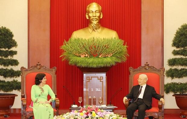 Генеральныи секретарь ЦК КПВ, президент страны принял уходящего кубинского посла hinh anh 1