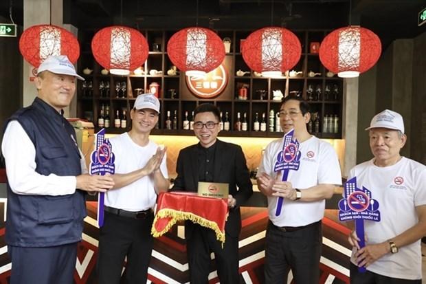 Министерство здравоохранения и ВОЗ запускают кампанию по запрету курения в ресторанах и отелях в Ханое hinh anh 1
