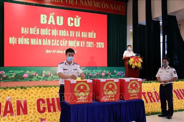 Организация досрочного голосования для солдат, рыбаков в отдаленных раионах hinh anh 1