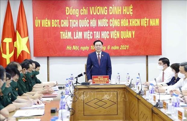 Председатель Национального собрания Выонг Динь Хюэ посетил Военно-медицинскую академию hinh anh 1