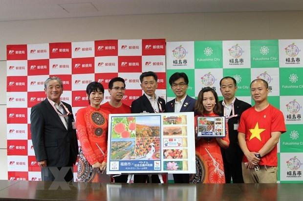 Фукусима выпустила наборы марок как город, принимающии олимпиискую делегацию Вьетнама hinh anh 2