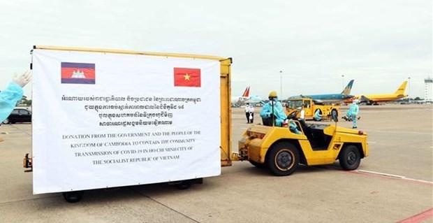 Вьетнам высоко ценит международную поддержку в борьбе с пандемиеи hinh anh 2