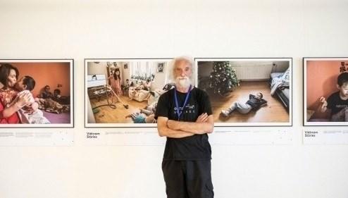 Чешскии фотограф с подлинным взглядом на вьетнамское сообщество через «Вьетнамские истории» hinh anh 1