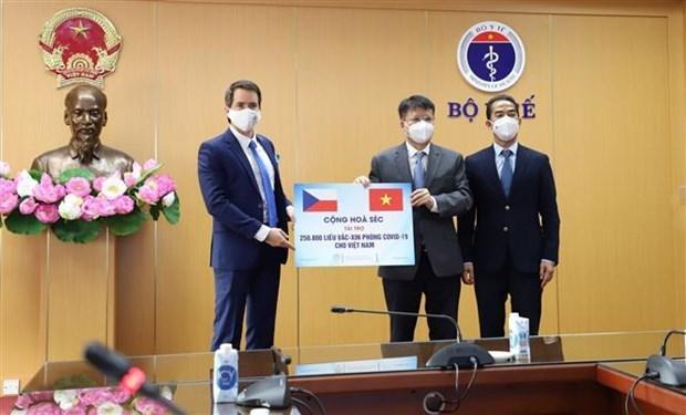 Вьетнам получил 250 тысяч доз вакцин от Чехии hinh anh 1