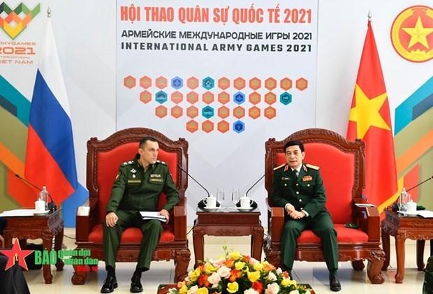 Министр Фан Ван Жанг принял заместителя министра обороны России hinh anh 1