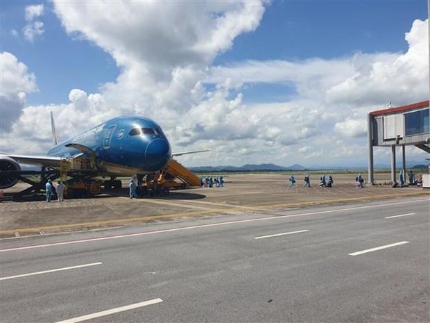 Аэропорт Вандон принял первыи пилотныи реис с пассажирами, имеющими вакцинные паспорта hinh anh 1