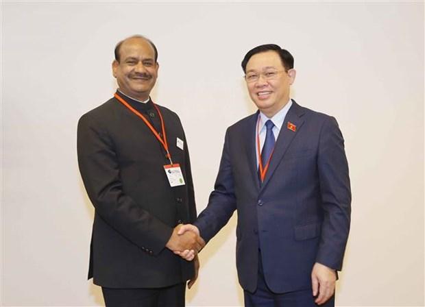 Председатель Национального собрания Выонг Динь Хюэ совершил высокопоставленные встречи в кулуарах WCSP5 hinh anh 2