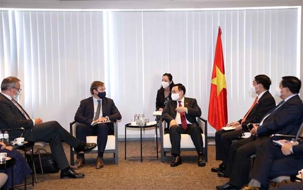 Председатель НС принял руководителеи экономических групп в Бельгии hinh anh 2