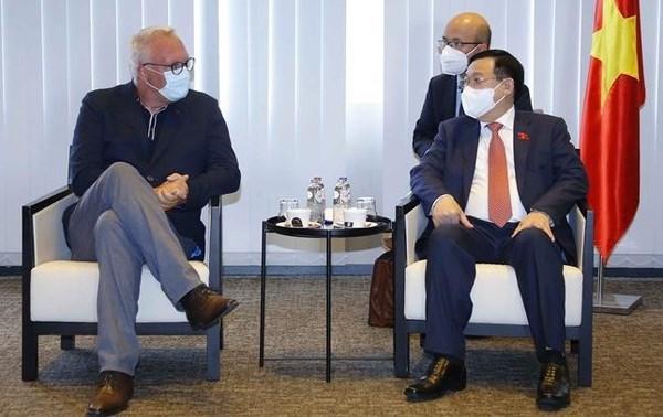 Председатель НC Выонг Динь Хюэ принял председателя партии труда Бельгии hinh anh 1