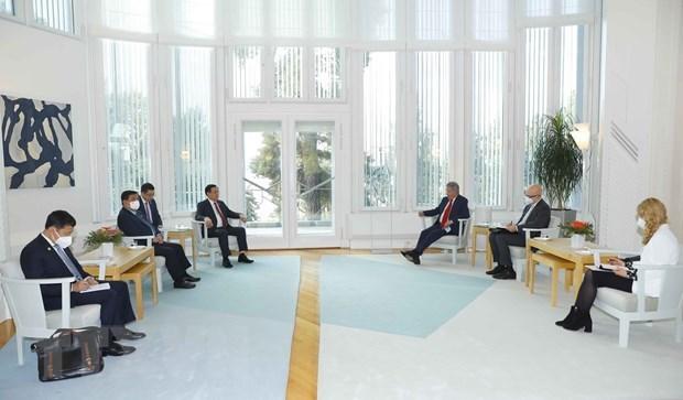 Председатель НС Выонг Динь Хюэ встретился с президентом Финляндии hinh anh 2