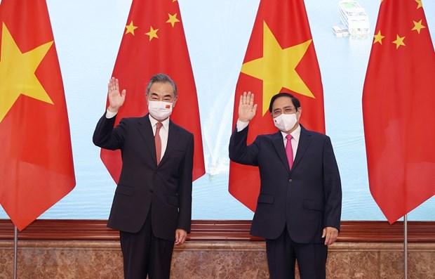 Премьер-министр Фам Минь Тьинь принял государственного советника, министра иностранных дел Китая Ван И hinh anh 1