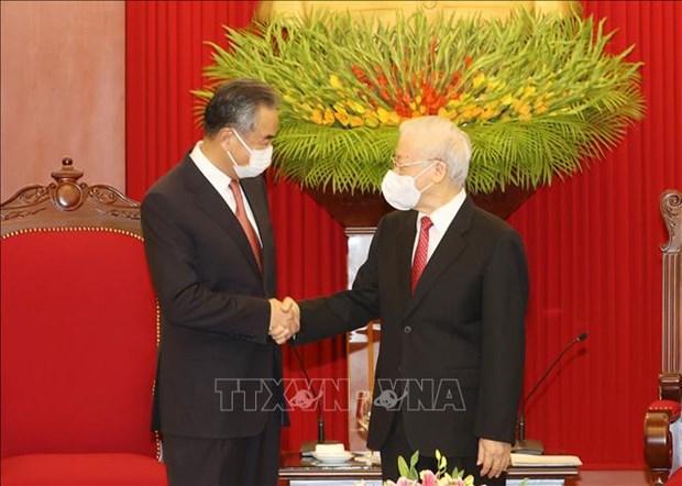 Генеральныи секретарь Нгуен Фу Чонг принял государственного советника, министра иностранных дел Китая hinh anh 1