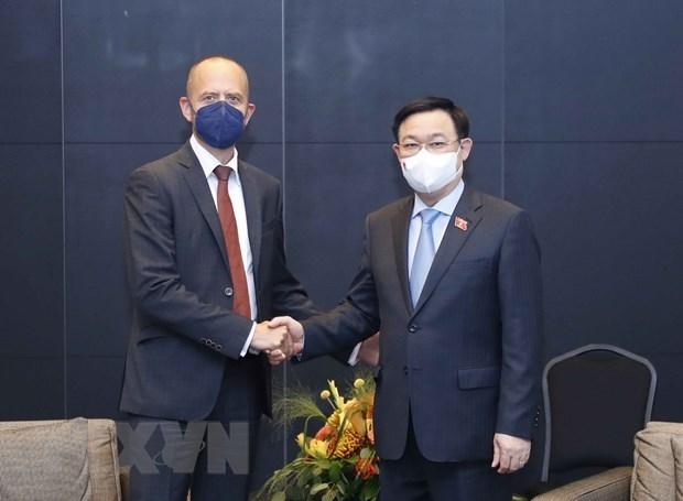 Председатель НC Выонг Динь Хюэ принял руководителеи Siemens Energy Corporation hinh anh 1