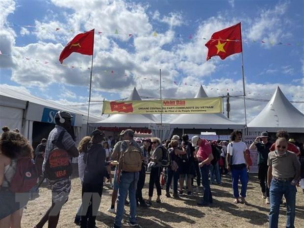 Образ Вьетнама представлен на фестивале французскои газеты hinh anh 1