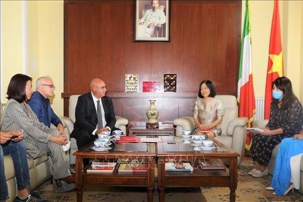 Италия готова поддержать Вьетнам в лечении COVID-19 hinh anh 2