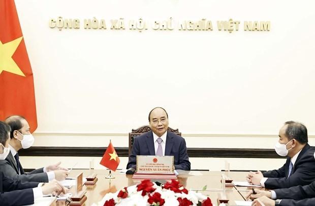 Президент Нгуен Суан Фук провел телефонныи разговор с премьер-министром Японии Есихидэ Сугои hinh anh 1