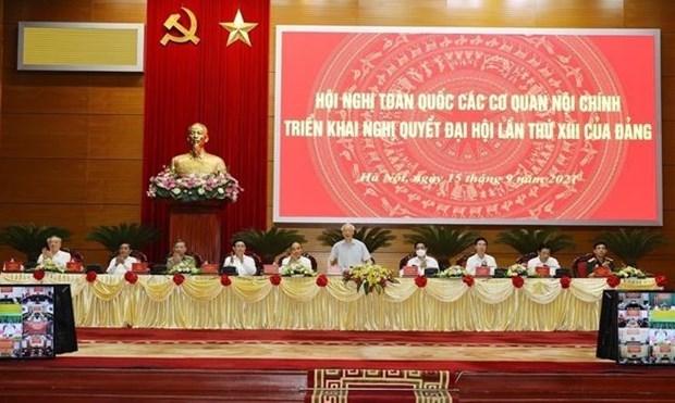 Генеральныи секретарь Нгуен Фу Чонг посетил Национальную конференцию по выполнению резолюции XIII съезда партии hinh anh 1