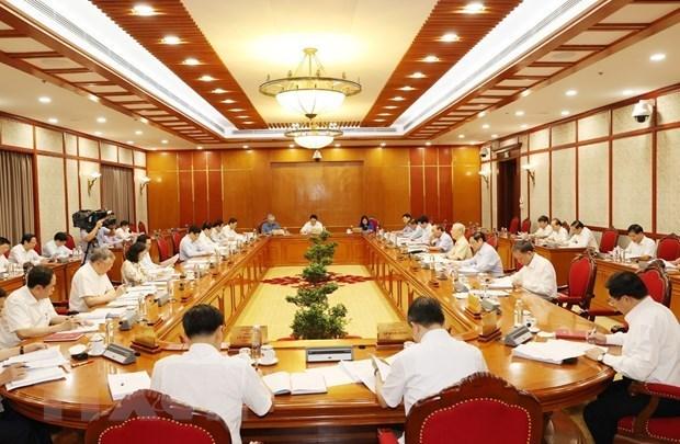 Политбюро дает мнения о социально-экономическои ситуации hinh anh 2